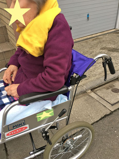 車椅子で通院させる準備中