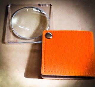 ポケットサイズの拡大鏡