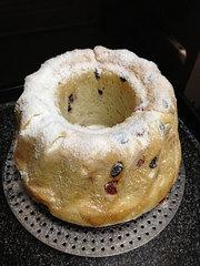 クグロフ型でクリスマス風の食パン
